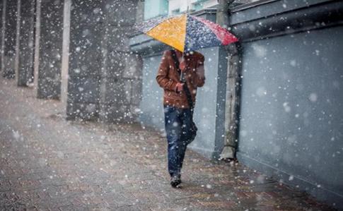 Йдуть снігопади із сильними поривами вітру: в неділю погода в Україні різко погіршиться
