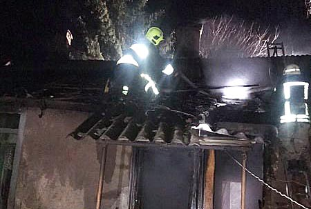 Закарпатські вогнеборці врятували людей на пожежі: подробиці