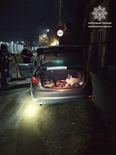 Патрульні Мукачева виявили в чоловіка підозрілі ампули