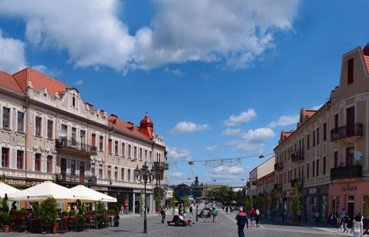 В центрі Ужгорода припинять автомобільний рух: подробиці