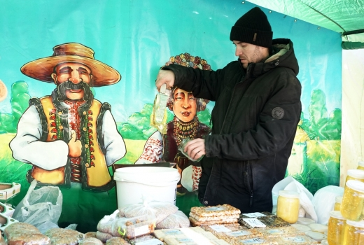 """Мед, продукти бджільництва та напої: щорічний """"Медовуха Фест"""" - в Ужгороді (ФОТО)"""