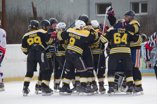 Видовищний хокей в Ужгороді: у бурхливій боротьбі визначився чемпіон області (ФОТО)