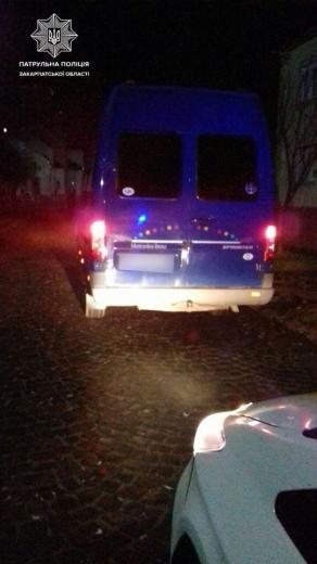 В Мукачеві нетверезий порушник намагався підкупити патрульних