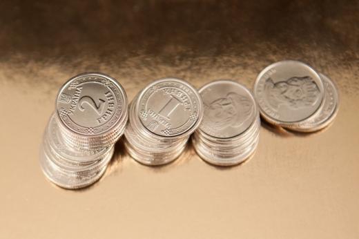 """Курс валют на 14 лютого: міжбанк, готівковий і """"чорний"""" ринки"""