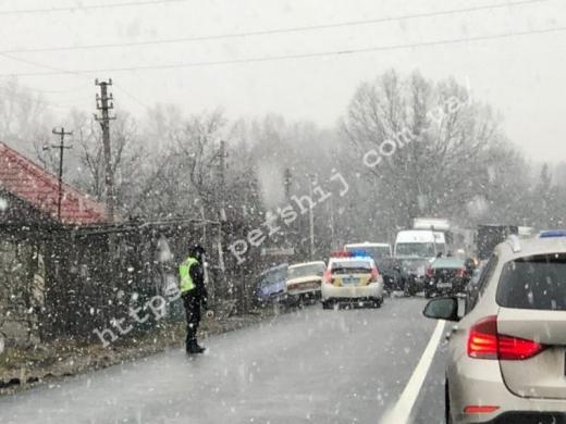 Аварія за участі чотирьох автівок сталася на Закарпатті: подробиці