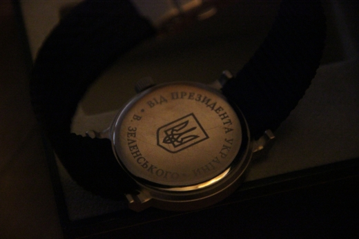 Інспектор Закарпатської митниці отримав годинник від Президента України