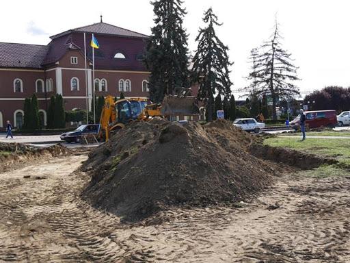 В Ужгороді на реконструкції площі розтратили майже 900 тисяч гривень