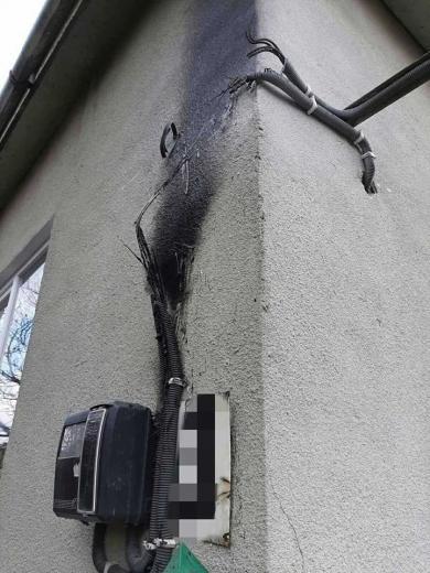 Легковик та електролічильник: вогнеборці Закарпаття учора двічі ліквідовували пожежі