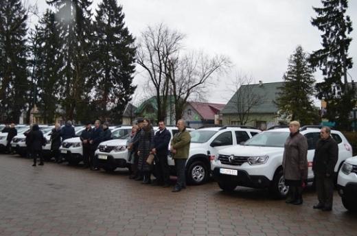 Амбулаторії Іршавщини отримали 16 автомобілів Renault Duster