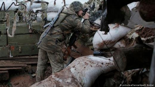 Через обстріли на Донбасі військовий дістав поранення — штаб