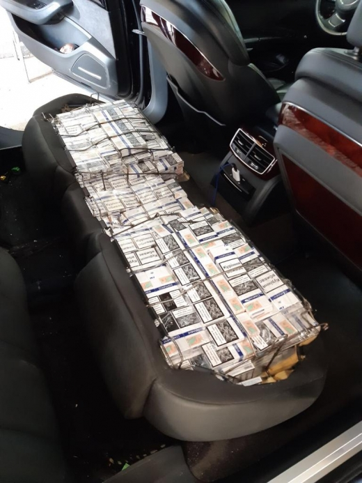 """Подробиці """"дипломатичної"""" контрабанди: закарпатські митники вилучили цигарки та автомобіль"""