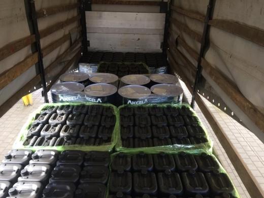 Більше 2-ох тисяч літрів оливи виявили митники на Закарпатті