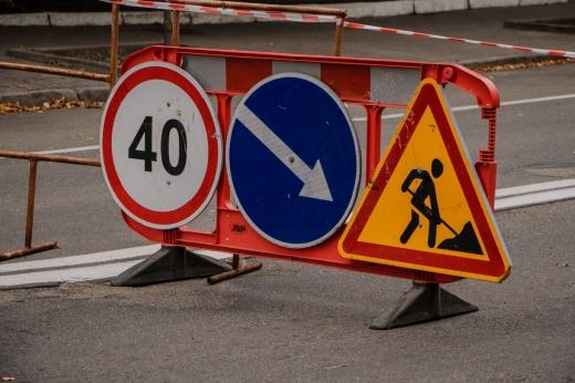 На одній з вулиць Ужгорода ремонтні роботи: можливе ускладнення руху