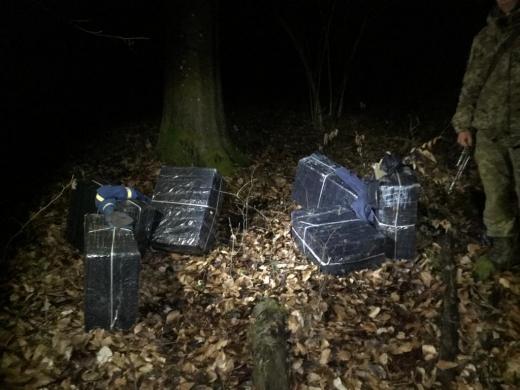 Покинули цигарки та втекли: чергову спробу контрабанди припили на Закапатті