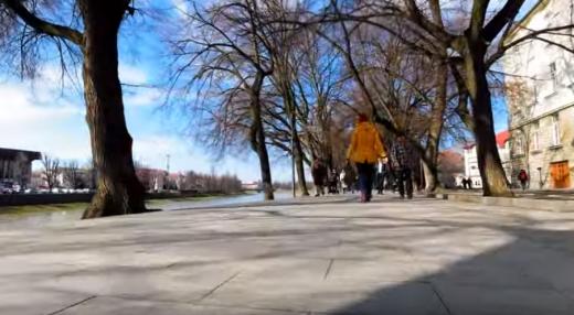 З незвичного ракурсу: велопрогулянка набережною Незалежності в Ужгороді (ВІДЕО)