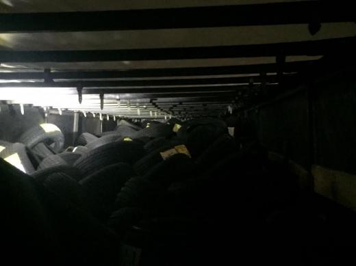В ПП «Дякове» у вантажівці з шинами знайшли 16-річного нелегала (ФОТО)