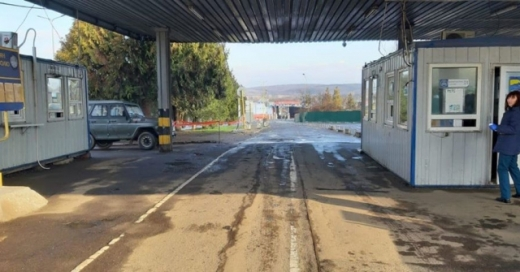 Лише на авто: у посольстві розповіли як повернутися з Угорщини після закриття кордонів