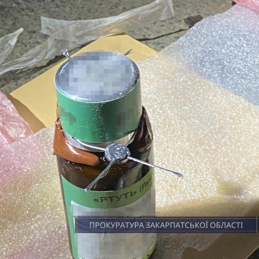 Словаку, котрий намагався вивезти з України  8 кг. ртуті, на Закарпатті погодили підозру