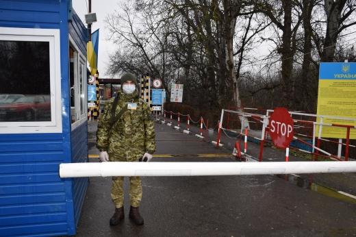 Угорщина тимчасово припинила пропуск іноземців на свою територію