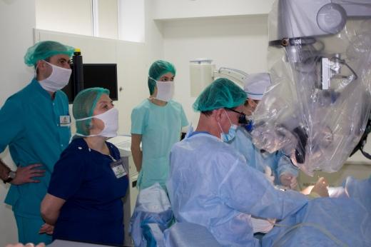 Отосклероз - лікується: в Ужгороді хворим повертають слух прямо на операційному столі
