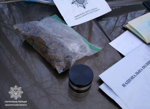 В Ужгороді у водія виявили наркотичні речовини
