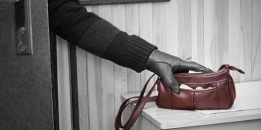Телефони, гроші та прикраси: 21-річного закарпатця затримали за крадіжки