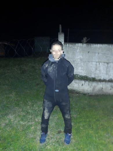 Закарпатця, який контрабандою переправляв до Румунії медичні маски, затримали прикордонники