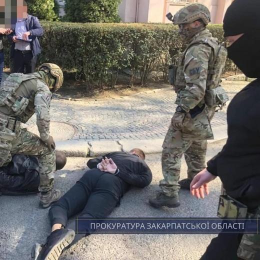 Затримані за вимагання 15 тис дол жителі Мукачева перебуватимуть під вартою