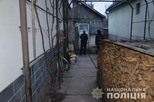 Поліцейські Тячева затримали жінку, яку підозрюють у вбивстві знайомої
