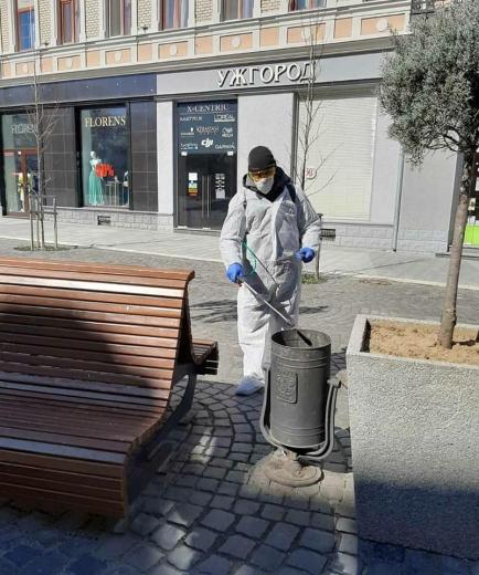 В Ужгороді провели дезінфекцію центральної частини міста
