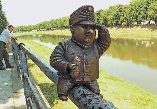 В Ужгороді невідомі викрали міні-скульптуру