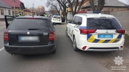 Патрульні Мукачева затримали нетверезого водія-втікача