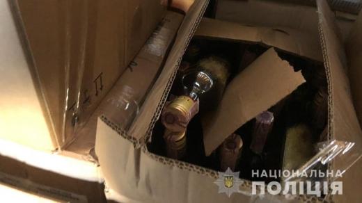 У помешканні закарпатця виявили партію фальсифікованого алкоголю (ФОТО)