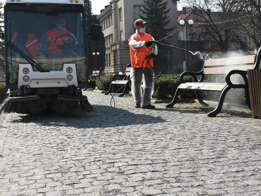 В Ужгороді дезінфікують вулиці та громадські місця (ФОТО)