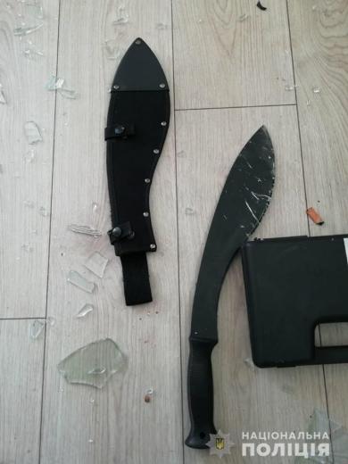 В Ужгороді затримали іноземця, який погрожував сусідові мачете