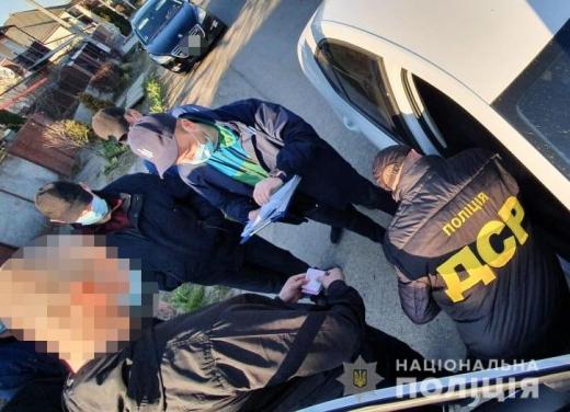 Вивезення медичних масок за межі України: на Закарпатті поліція затримала прикордонника