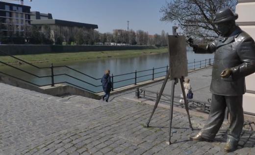 В центрі Ужгорода вандали вкрали елемент пам'ятника художнику Рошковичу
