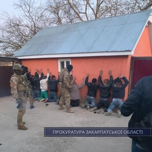 На Мукачівщині викрито злочинне угрупування, яке займалось рекетом (ФОТО)