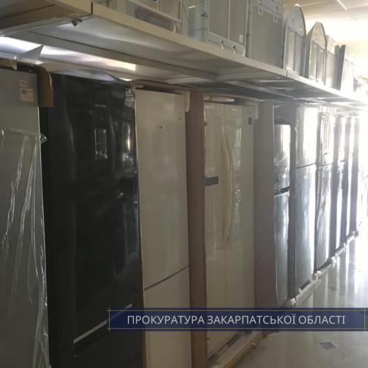У Мукачеві та Виноградові викрили склади з контрабандними товарами (ФОТО, ВІДЕО)