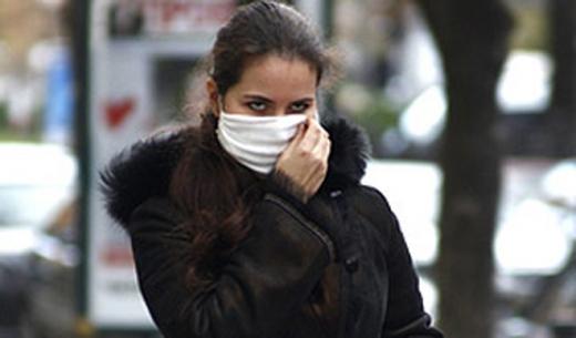 Чи обов'язково носити маску на вулиці: пояснення Кабміну