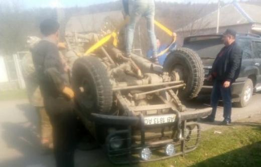 Аварія на Закарпатті: через п'яного кермувальника автівка перекинулася на дах