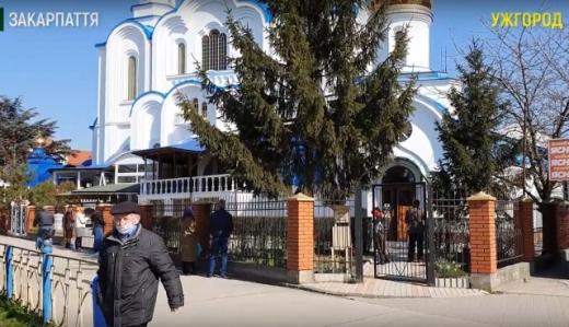 Порушення карантинних обмежень у церквах Ужгорода: поліціянти порушили справу