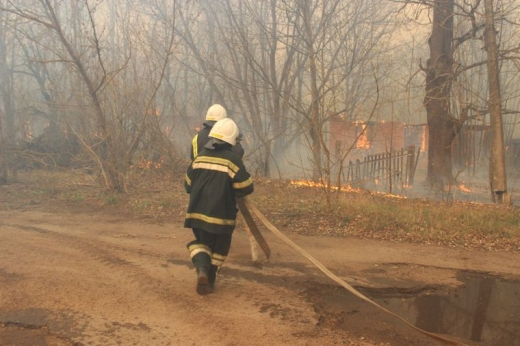 У Чорнобильській зоні понад 300 рятувальників 8 день гасять пожежу