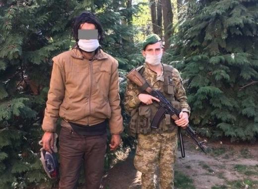 """Біля ПП """"Ужгород"""" затримали чоловіка, який вже вчетверте намагався незаконно перетнути кордон"""