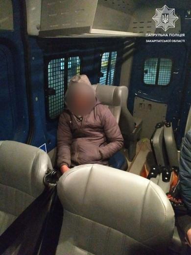 Двох імовірних крадіїв виявили вночі патрульні Ужгорода