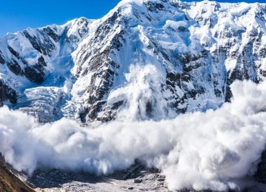 Синоптики попередили про значну небезпеку сходження лавин у Карпатах
