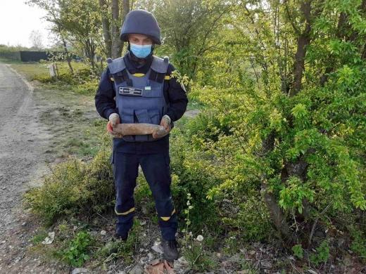 Закарпатські піротехніки продовжують знищувати застарілі боєприпаси