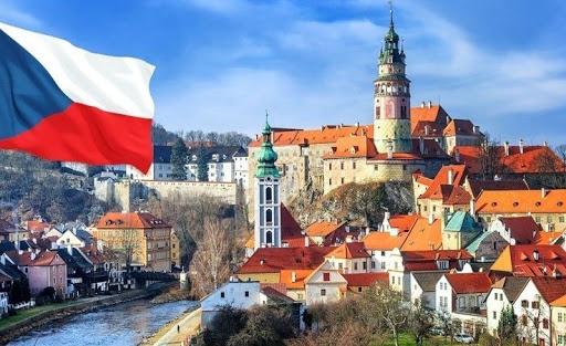 Чехи дозволили іноземцям в'їзд на роботу, відновлюють міжнародне сполучення