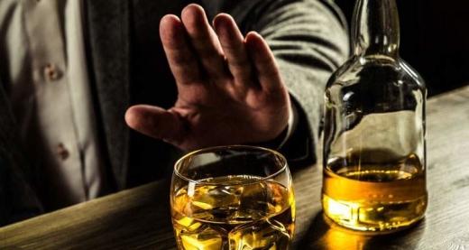Вживання алкоголю може ускладнити перебіг захворювання на COVID-19 - МОЗ