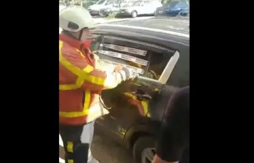Рятувальники Хуста деблокували двері авто, в якому було кількамісячне немовля